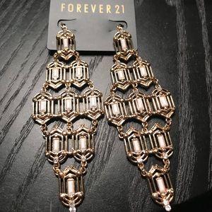 Jewelry - 🆕 NWT Chandelier Earrings